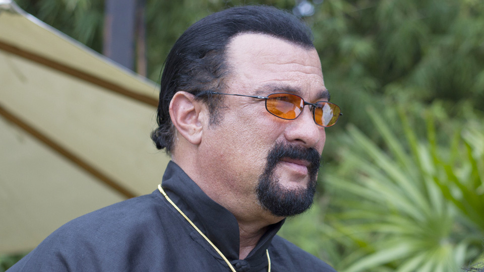 Thieves deal with Steven Seagal in Asian Connection